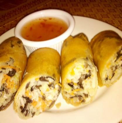 mung thai spring rolls plate